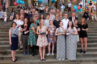 Die Jury mit den Gewinnern des Ideenwettbewerbs