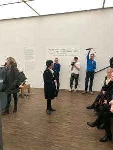 Dr. Kornelia Röder erzählt die Geschichte des Marcel Duchamp Forschungszentrums in Schwerin.